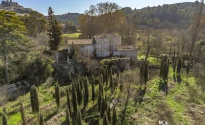 Prodej hrad Bonnieux